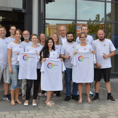 Gruppenfoto in den neuen SJR-Shirts
